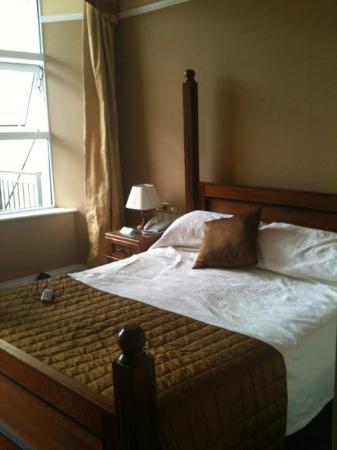 Lake Hotel: room