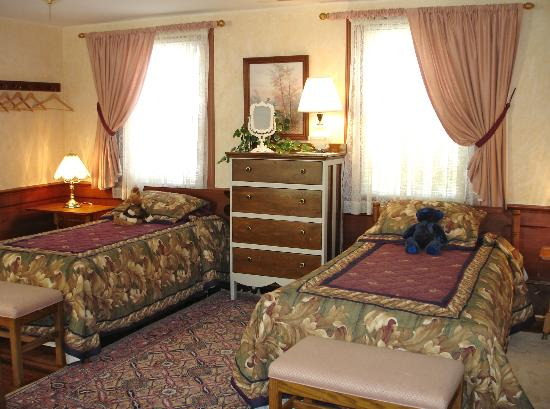 Bed & Breakfast at Mountain Valley Farm: One side of the Family room that can sleep 4