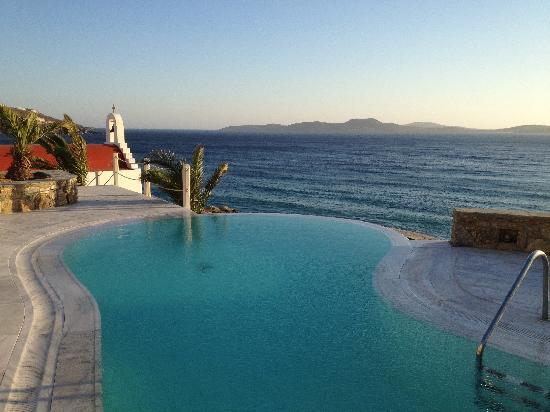 Mykonos Grand Hotel & Resort: Infinity Pool in Suite