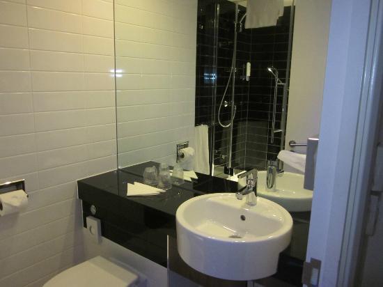 Holiday Inn Express Manchester CC-Oxford Road: bathroom