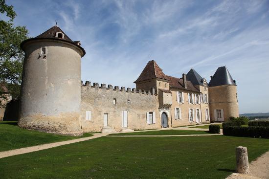 Bella Wine Tours: Chateau d'Yquem outside view