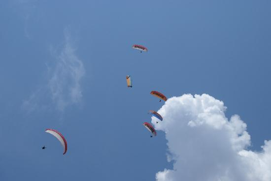 Karbel Beach Hotel: Paragliders above our  hotel