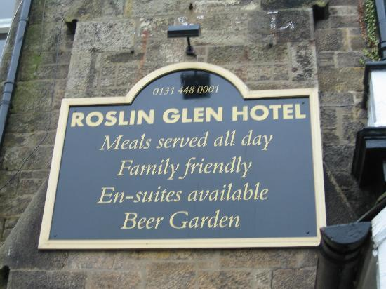 Chapel Cross Guest House: Sign on the hotel