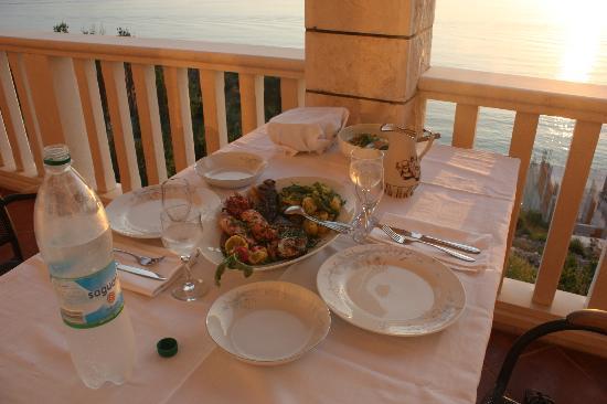 Villa Vidak Cavtat: Dinner served on the balcony