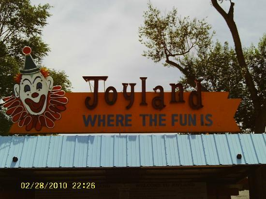 Joyland Amusement Park: The entrance