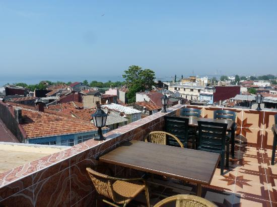 Ast Hotel: Die Dachterrasse lädt zum Frühstücken, Abendessen..... ein.