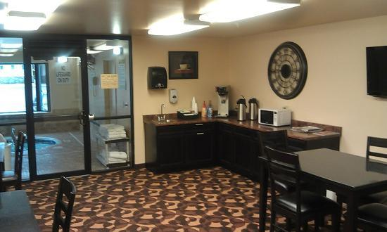 Cottonwood Inn Suites Lobby Of Newer West Building