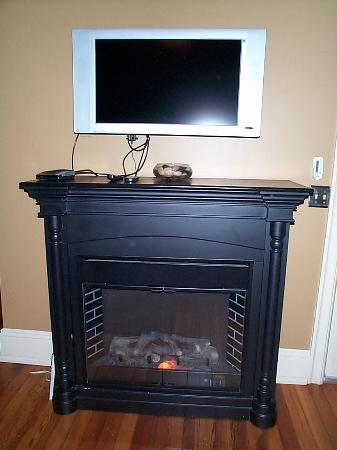 The Sayre Mansion Inn: electr.fireplace and TV (Suite #3)