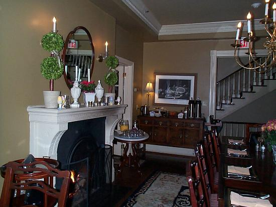 The Sayre Mansion Inn: Brkfst Room in Main House
