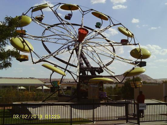 Western Playland Amusement Park: Paratrooper