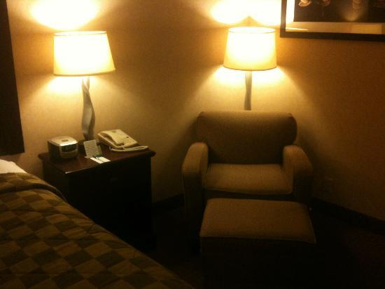 Comfort Inn & Suites Paramus : sitting area