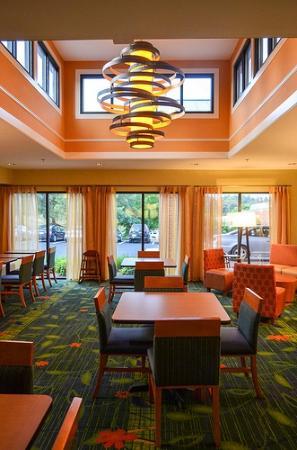 Fairfield Inn & Suites Charlottesville North: Breakfast nook