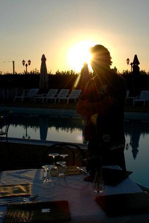 Terre Del Cantico: Cena a bordo piscina a lume di candela....splendida!