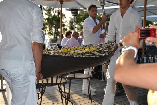 La Co(o)rniche : Someone was having a private party!