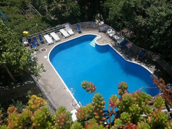 Tramonti, Italy: Piscina del Pucara dal balcone dell'appartamento 12