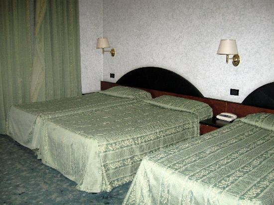Amadeus Hotel: Triple room