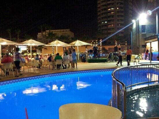 Hotel Madeira Centro: espect?culo por la noche!!!