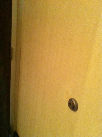 Baymont Inn & Suites Mandan Bismarck Area: Dirty walls, wallpaper coming off