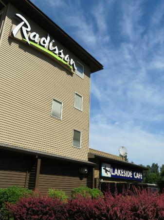 Radisson Hotel Portland Airport: Exterior