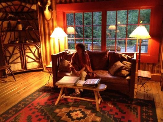 Elk Lake Lodge: lodge great room