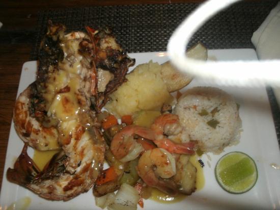 Ocean Blue & Sand: Rica comida