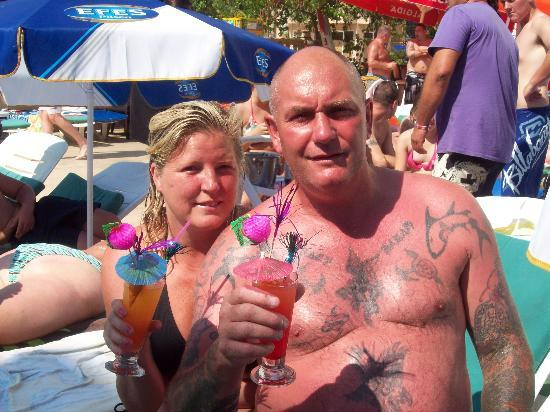 T and G Apartments: charlie and tracy leck at the pool