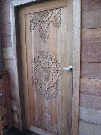 Red Frog Beach Island Resort & Spa: Hand Carved Door