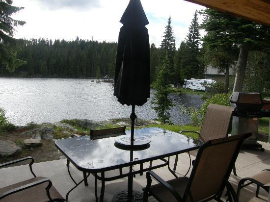 Idabel Lake Resort: deck at the Duck Suite