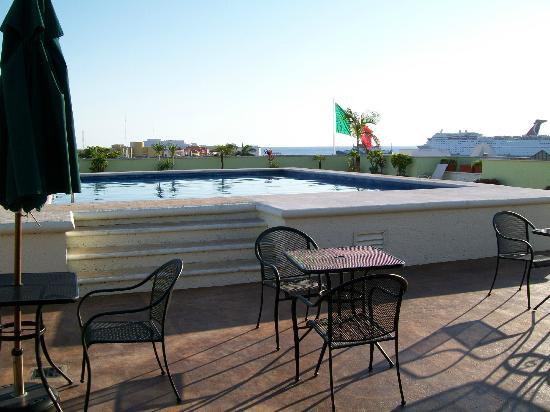 Hotel Plaza Cozumel: The pool on the roof.