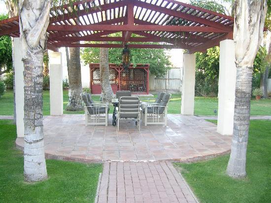 Maricopa Manor Bed and Breakfast Inn: Pergola