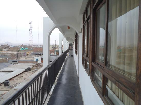 Hotel Sol de Ica: corredor a las habitaciones