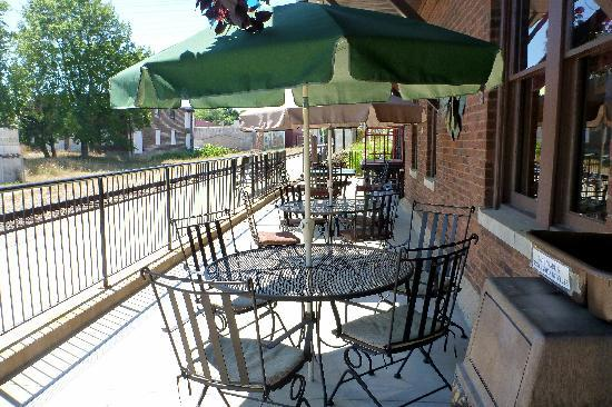 Bangor, MI: Outdoor seating
