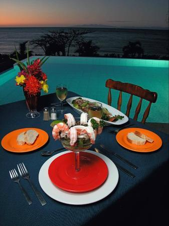 Picante Restaurant and Bar : Poolside Dining