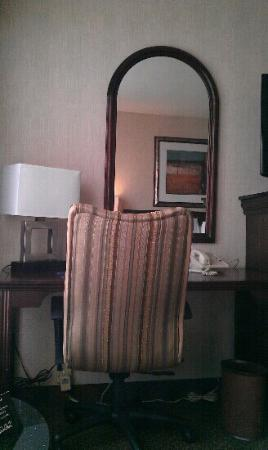Drury Inn & Suites Kansas City Overland Park: desk