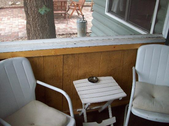 Colorado Cottages: Screened in porch