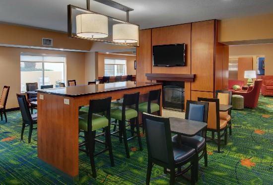 Fairfield Inn & Suites Seattle Bellevue/Redmond: Breakfast Area