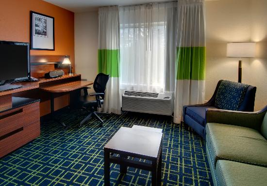Fairfield Inn & Suites Seattle Bellevue/Redmond: Our King Suite offers flexible workspace