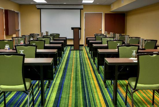 Fairfield Inn & Suites Seattle Bellevue/Redmond: Featuring 2,600 sq ft of flexible meeting space