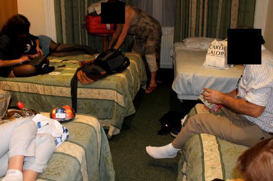 ويستبيري هوتل: Hacinados en una habitación para 3 donde dormimos 5  