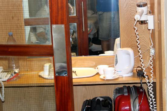 Westbury Hotel Kensington: No había lugar para guardar nuestras maletas y otros objetos