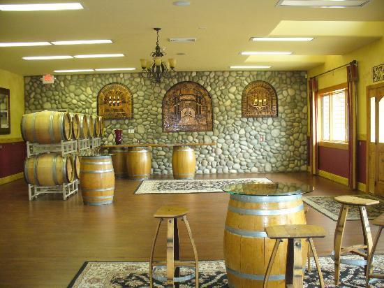 Basel Cellars Estate Winery : Beautiful tasting room view