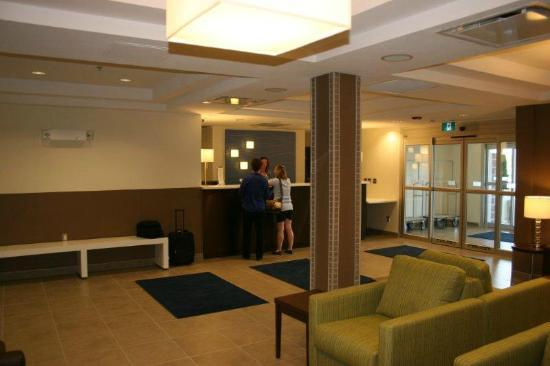 Holiday Inn Express Deer Lake : Lobby