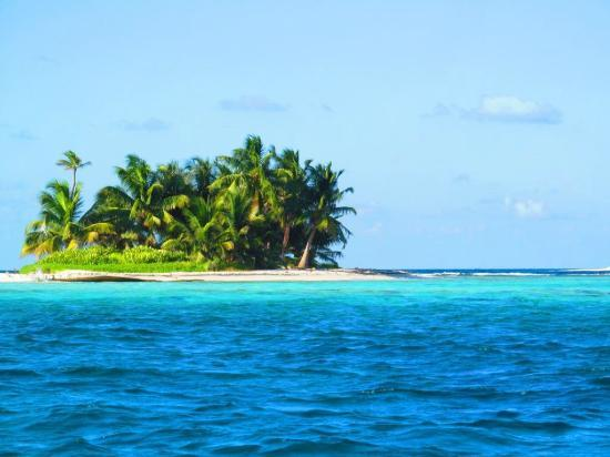 Hatchet Caye Resort : One of the Silk Cayes (just a boat ride away)