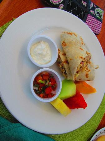 Hatchet Caye Resort : Yummy breakfast burrito