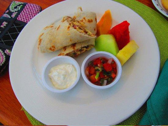 Hatchet Caye Resort: Yummy breakfast burrito