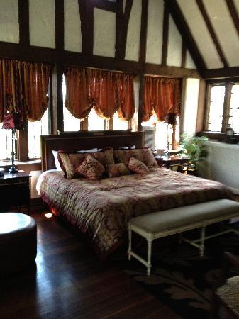 The Castle at Skylands Manor: King Alfred Bedroom