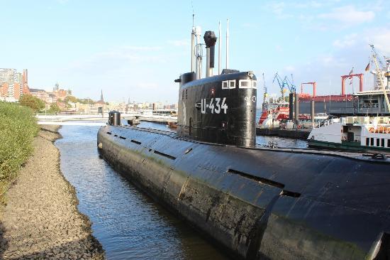 U-Boot Museum Hamburg: Exterior shot of the Sub