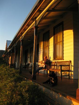 Craigdon Accommodation and Functions : Afternoon refreshments on the verandah