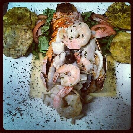 Paellas with Music & Bohemian Restaurant : stuffed lobster in butter sauce