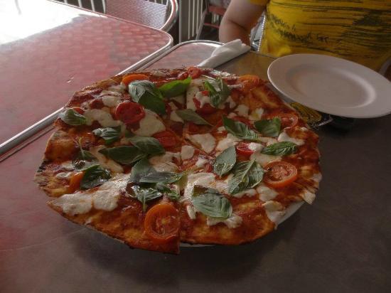 Orange Street Grocer: Margharita Pizza